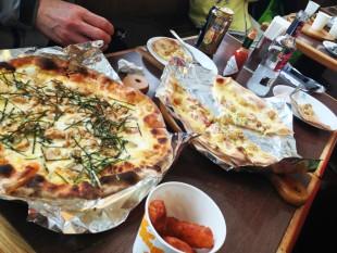 47のピザ。照焼きチキンとジャーマンポテト