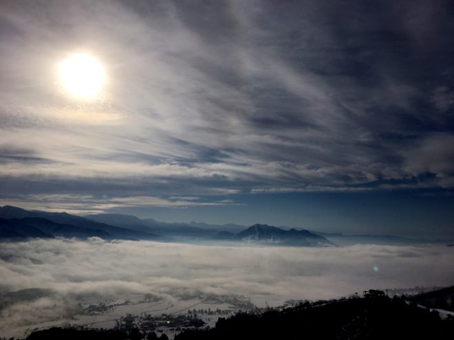 上は雲が晴れて雲海に
