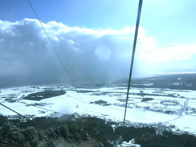 天気が悪くて琵琶湖がちょっとしか見えない