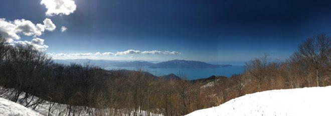 頂上の展望台から見る若狭湾
