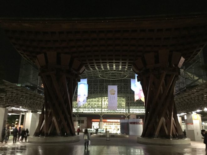 金沢駅の鼓門。