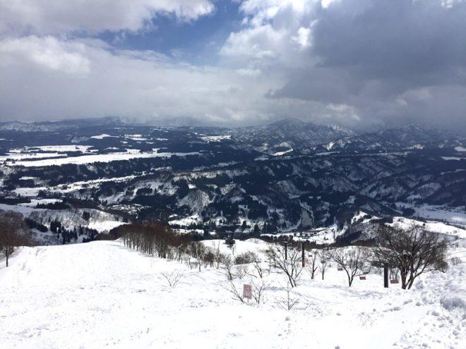 山頂からの眺め。ちょうど登ったら晴れてました。