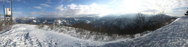 山頂のパノラマ写真。